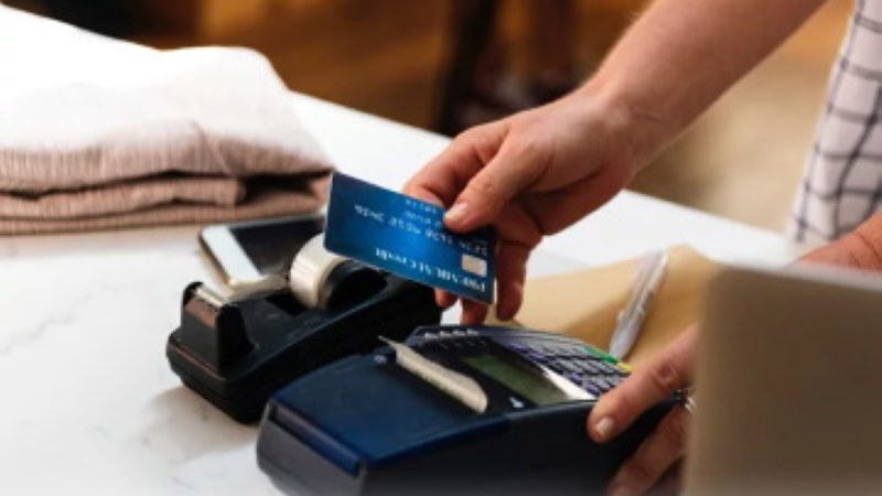 Paying With Contactless Payment Cards